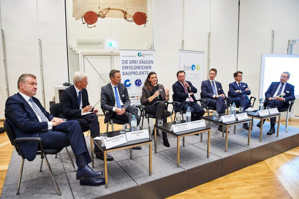 Diskutieren über Qualität und Lebenszyklus im Infrastrukturbau: Klaus Schierhackl (ASFINAG), Franz Bauer (ÖBB), Christian Molzer (Amt der Tiroler Landesregierung), Eva Eichinger-Vill (bmvit), Hubert Hager (ÖBB), Stefan Resch (ASFINAG), Peter Krammer (STRABAG), Alfred Sebl-Litzlbauer (PORR) (v.l.n.r.)