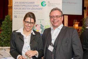 Geschäftsleiterin Helene Fink und Hans Braun, Chefredakteur KOMMUNAL am Kommunalwirtschaftsforum 2015